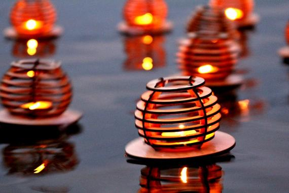 FLOATING WATER LANTERNS